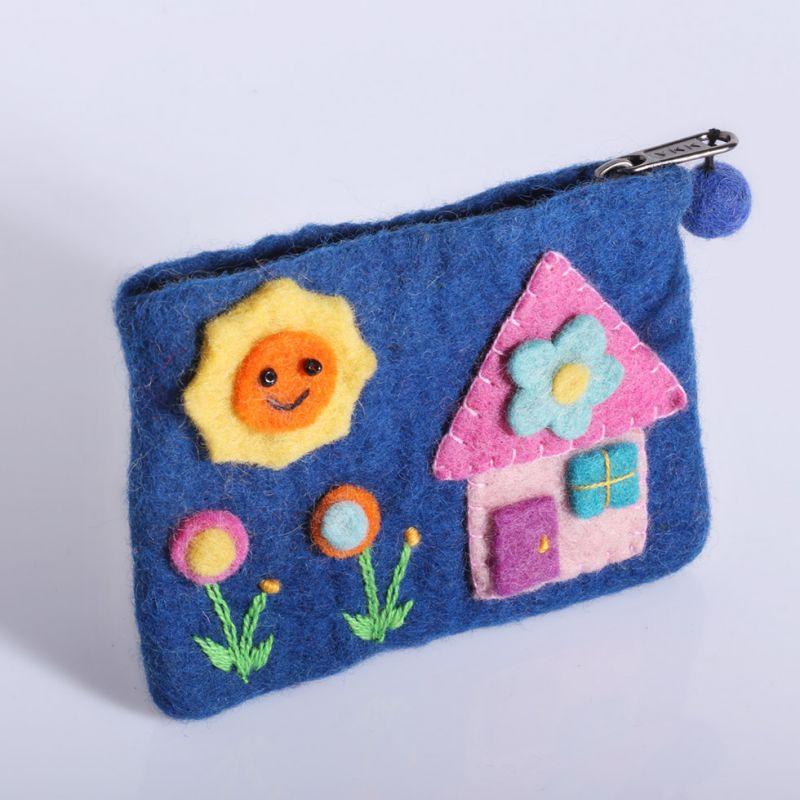 Filcowa torba z niebieskim domkiem